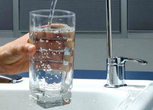 почему избыток фтора в воде вызывает флюороз