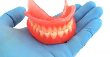 основы правильного ухода за полным или частичным съемным зубным протезом