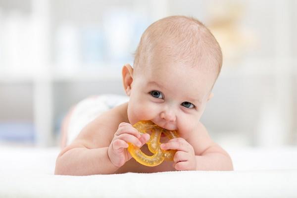 когда у ребенка чешутся десны, фото прорезывателя