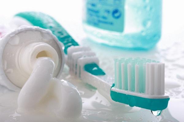 возникновение флюороза из-за зубной пасты со фтором