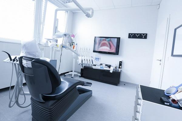 лучше всего лечить кариес у стоматолога