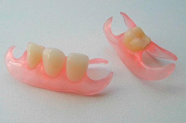 что представляет собой протез на 1 и 3 зуба