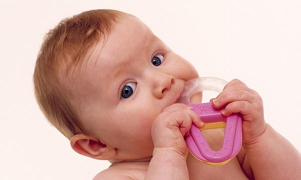 болезненное прорезывание зубов у младенцев