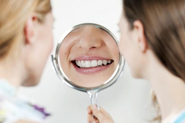 доступный сспособ отбеливания зубов