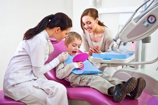 необходимо своевременно посещать стоматолога