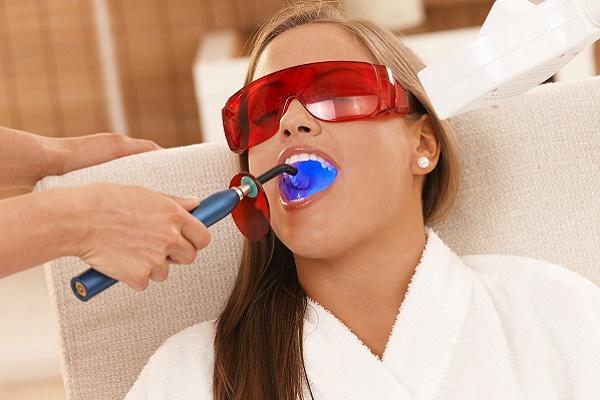 воздействие лазера на эмаль зубов