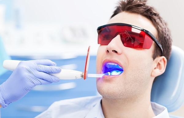 лазерная терапия клиновидного дефекта зуба