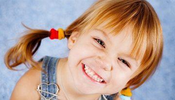 как, во сколько лет и в какой последовательности у детей начинают расти зубы, схема