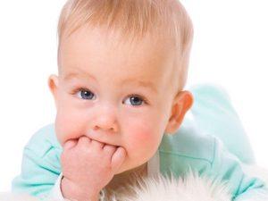 симптомы того, что у ребенка растут зубы