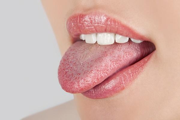 почему язык утром может быть обложен белым налетом