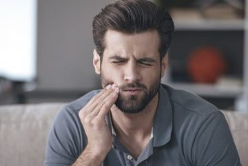 Как облегчить симптомы прорезывания зуба мудрости