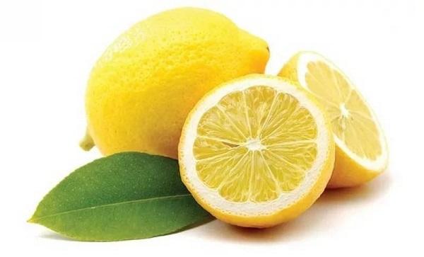 народные средства отбеливания зубов, использование лимона