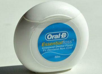 за какую цену можно купить зубную нить Орал-би, ее особенности