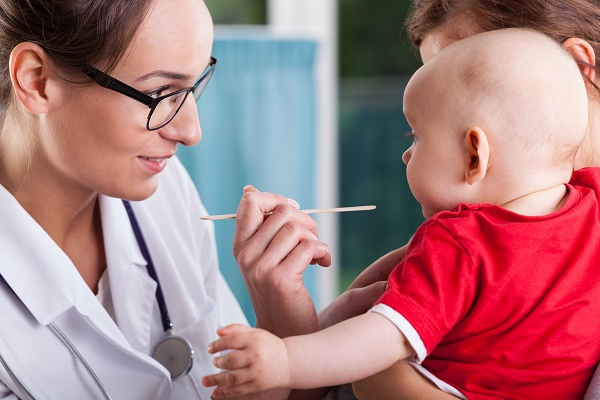как ухаживать за первыми молочными зубами