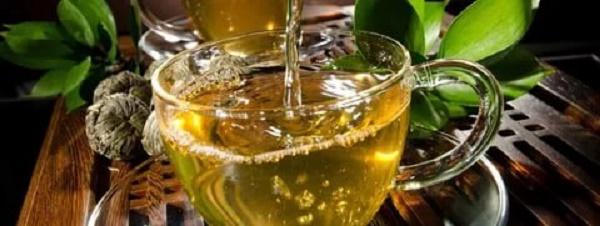 напиток на основе зеленого чая и эфирных масел
