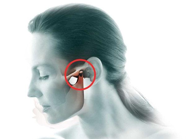 почему болит челюсть слева рядом с ухом