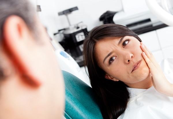 причины возникновения боли после имплантации зубов