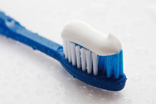 как ухаживать за зубными детскими протезами